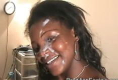 Brazilian facials negra rabuda levando gozada na cara
