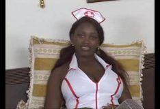 Sexo com peituda negra vestida de enfermeira